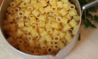 Отвариваем макароны