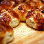 Сдобные булочки с изюмом рецепт с фото — домашние!