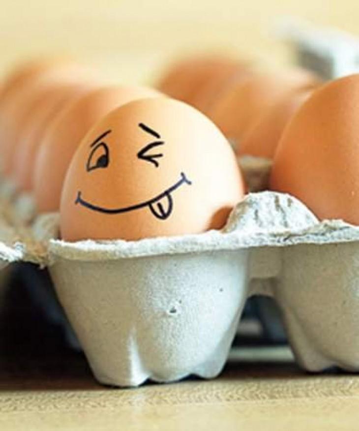 Как определить свежее яйцо