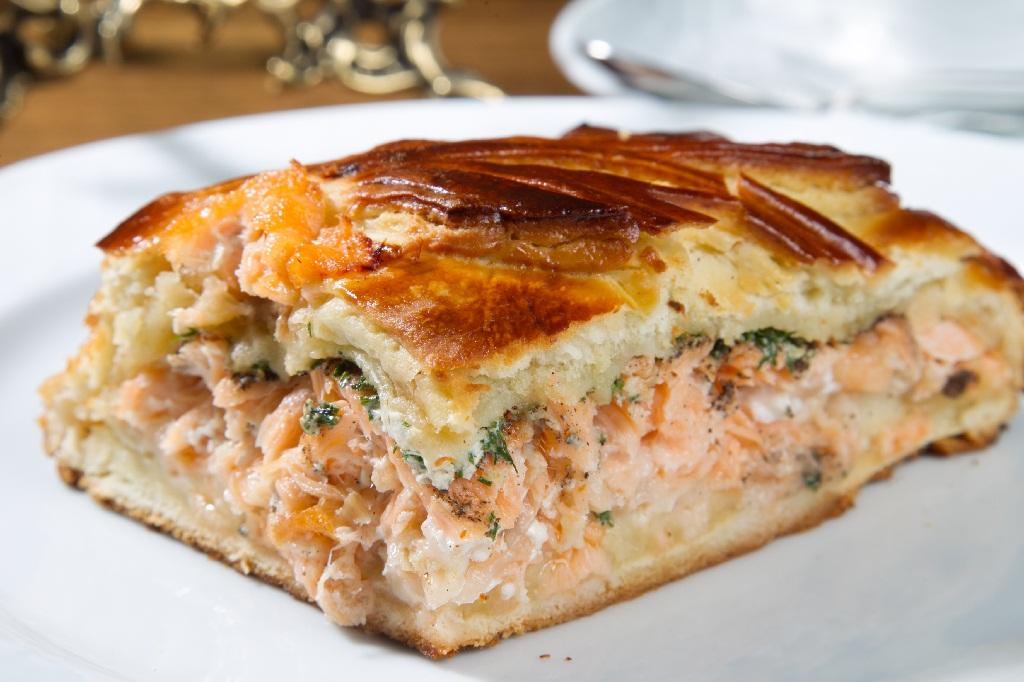 Пирог с рыбой сыром