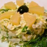 Салат с пекинской капустой и ананасами