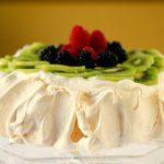 Торт Анна Павлова — безе с клубникой и киви