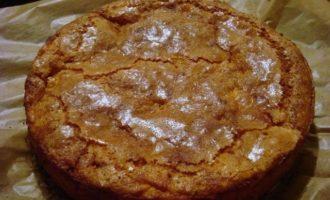 Яблочный торт приготовлен