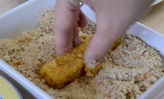 Сырные палочки рецепт - панируем палочки