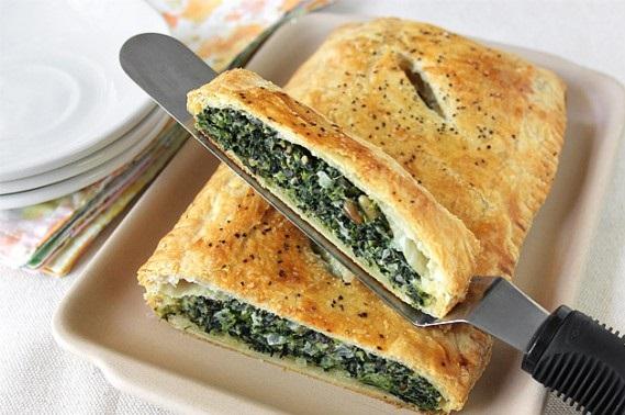 Слоёный пирог со шпинатом