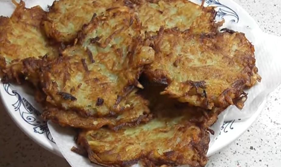 Картофельные драники - на тарелке