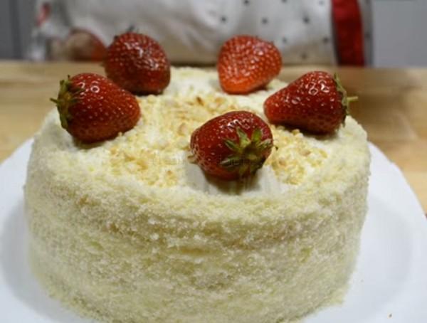 Клубничный торт на бисквите