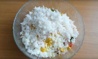 Салат с крабовыми палочками - добавляем рис фото