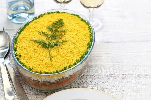 Салат мимоза со скумбрией пошагово