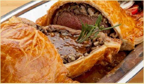 Мясо запечённое в слоёном тесте