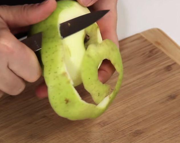 Чистим зеленые яблоки