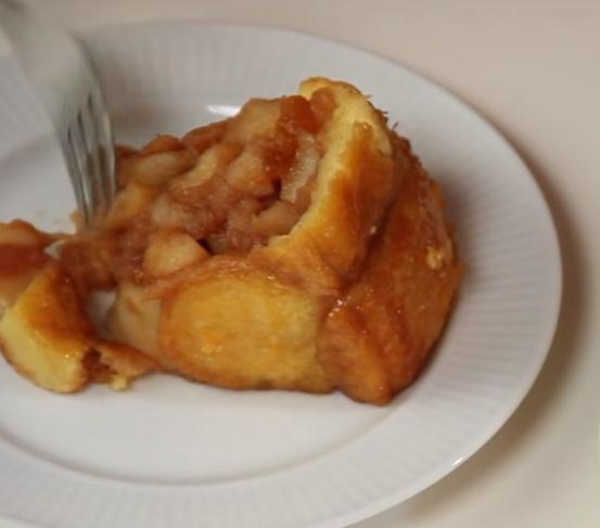 Шарлотка с яблоками заливная в духовке