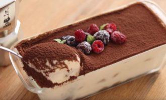 Пирожное тирамису готово пробуем на вкус