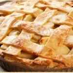 Шарлотка с яблоками приготовленная в духовке с хрустящей корочкой