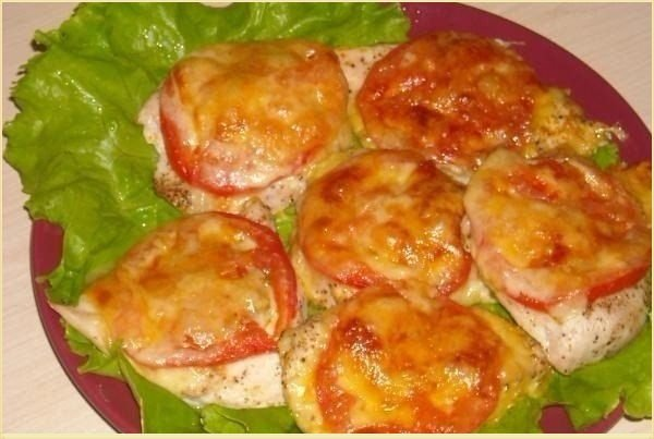 Курица с шубой из помидор и сыра