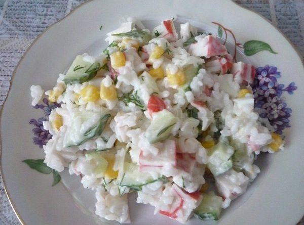 Как приготовить салат с кукурузой и крабовым мясом