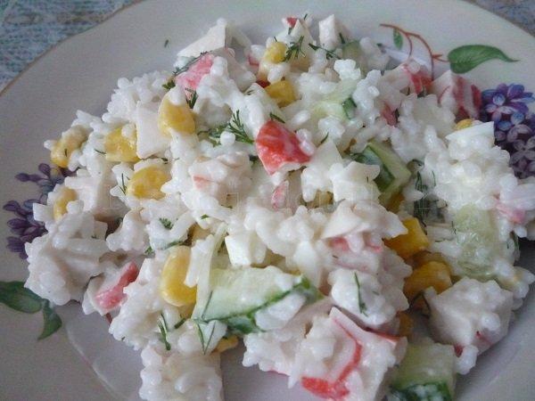 Вкусный салат с кукурузой и огурцом