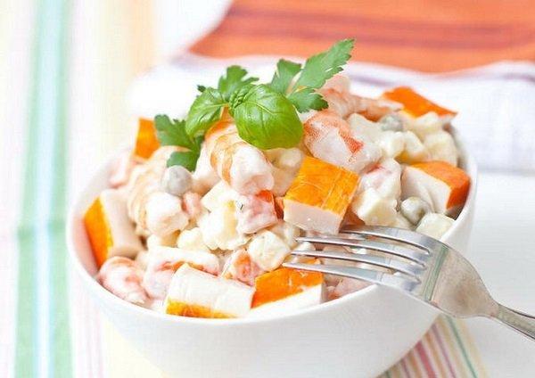 Салат из белокочанной капусты с кукурузой