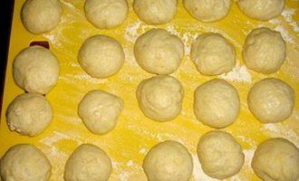 Булочки со сладкой начинкой - выпекаем