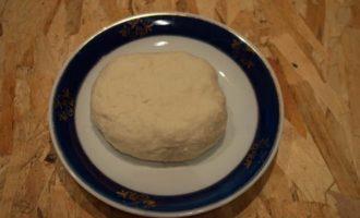 Булочки со сладкой начинкой - готовое тесто