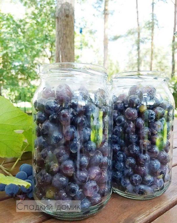 заливаем виноград кипятком