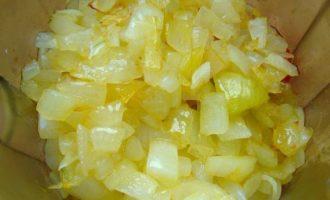 Домашний кетчуп - обжариваем лук фото