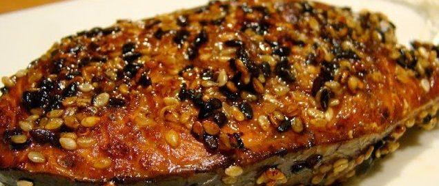 Жареный лосось с кунжутом в маринаде с фото
