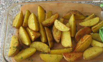 картошка по деревенски в духовке - готова