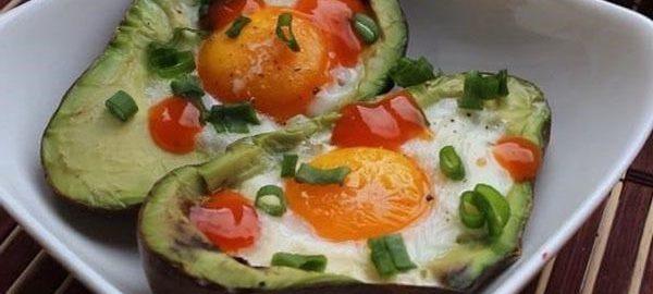 Авокадо запеченный с яйцом рецепт