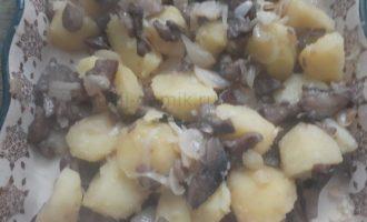 Картошка с грибами в духовке - перемешиваем ингредиенты фото