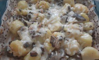 Запеченная картошка с грибами в духовке
