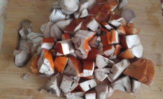 Лесные грибы на доске