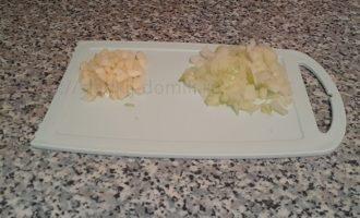 огурцы с горчицей на зиму - чеснок и лук