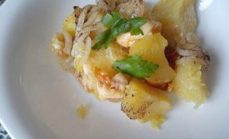 Картошка с сыром в духовке - украшаем зеленью фото