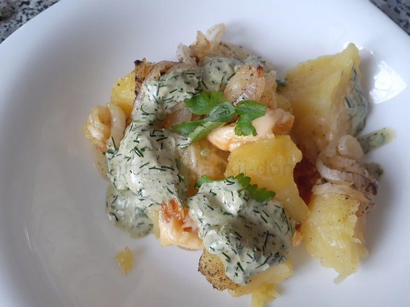 Картошка с луком и сыром в духовке