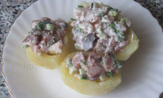 Картошка фаршированная селедкой