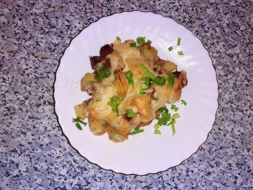 Мясо с картошкой и сыром фото