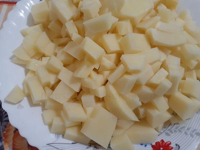 Подготавливаем картошку
