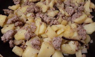 Посолить картофель