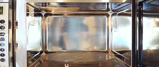 Как быстро отмыть микроволновку от жира