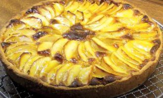 Пирог из яблок и творога