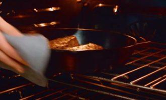 Убираем в духовку стейк