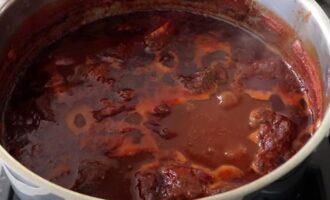 Варим говядину с помидорами 2 часа