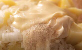 Картофель, майонез и белый перец