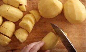 Очистить картофель 5 шт.