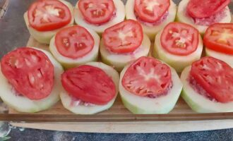 Добавить помидор