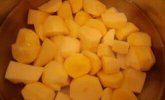 Отвариваем картофель до готовности